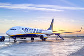 Ryanair plane in Dublin airport at sunrise — Stock Photo