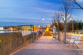 Footpath at Shannon river in Limerick city — Stock Photo