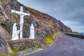 Crucifix at the road on Dingle peninsula — Stock Photo