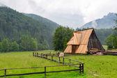 Wooden hut under Tatra mountains in Zakopane — Stock Photo