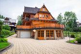 Traditional wooden house architecture in Zakopane — Stock Photo
