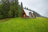 Wooden hut under Tatra mountains in Zakopane — Stock Photo