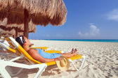 Relaxation on the idyllic beach — Stock Photo