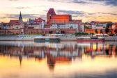Torun old town reflected in Vistula river at sunset — Stock Photo