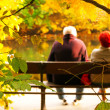 Senior couple sitting on bench — Stock fotografie
