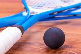 Squashové rakety a míče — Stock fotografie