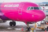 Wizz air plane on Lech Walesa Airport in Gdansk — Stockfoto