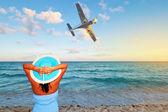 Woman enjoying tropical holidays — Stock Photo