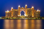 Atlantis hotel iluminated at night in Dubai — Stock Photo