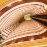 Lobby and elevators of Khalidiya Palace in Abu Dhabi — Stock Photo