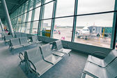 Emirates plane at the Chopin Airport in Warsaw — Stock Photo