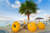 Yellow paddle boats on the coast of Persian Gulf — Stock Photo