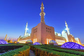 Grand Mosque in Abu Dhabi at night — Stock Photo