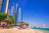 Holidays on the tropical beach in Abu Dhabi — Stock Photo