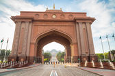 Gate to the Emirates Palace hotel in Abu Dhabi — Stock Photo