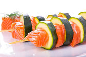 Salmon and courgette shashlik — 图库照片