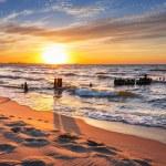 Coucher de soleil sur la plage de la mer Baltique — Photo #49896107