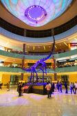 People walking in Dubai Mall — Stock fotografie