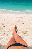 Sun bathing on the beach — Stockfoto