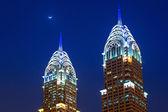 The Al Kazim Towers in Dubai at night — Stock Photo