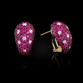 Gold earrings — Стоковое фото