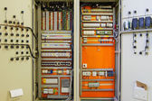 Electricity distribution box with wires and circuit breakers (fuse box)  — Foto Stock