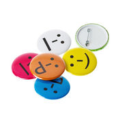 Smileys colorés, smiley faces sur fond blanc — Photo