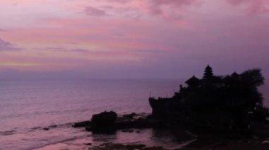 Sunset over hindu temple Tanah Lot, Bali, Indonesia — Stock Video