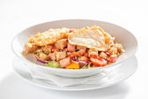 Salad with vegetables, bacon and fried eggs — Stock Photo