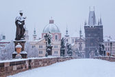 Charles bridge in de winter, praag — Stok fotoğraf