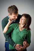 Schöne lächelnd liebespaar — Stockfoto