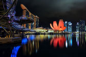 The Helix bridge, Marina Bay Sands and ArtScience museum — Stock Photo