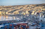 View on the Valparaiso seaport — Stockfoto