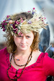 Medieval lady with wreath — Stock Photo