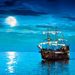 Pirate ship sailing under the full Moon — Stockfoto