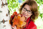 Woman with glasses in the park — Stock Photo