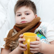 Sick boy lying in bed — Stockfoto