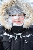 Boy with snow on her face — Stockfoto