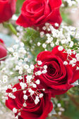 Bouquet of flowers with roses and gypsophilas — Stock Photo