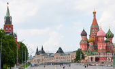 St. Basil's Cathedral and the Kremlin in Moscow, Russia — Foto de Stock