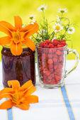 Raspberry jam and fresh berries — Stock Photo