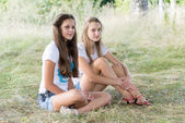 Two girls of 14 years on the nature — Stock Photo