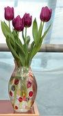 Čerstvý jarní tulipány ve váze — Stock fotografie