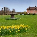 Spring in castle park — Stock Photo