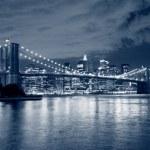 Brooklyn Bridge and Manhattan skyline — Stock Photo #23367082