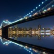 Brooklyn Bridge and Manhattan with reflections — Stock Photo