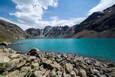 ала куль - озеро величественные горы тянь-шань — Стоковое фото