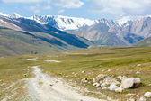 Soil road in high mountains. Tien Shan — Zdjęcie stockowe