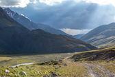 прекрасный пейзаж дороги в кыргызстане — Стоковое фото