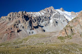 Rocks with sharp edges in Tien Shan mountains — Stock fotografie
